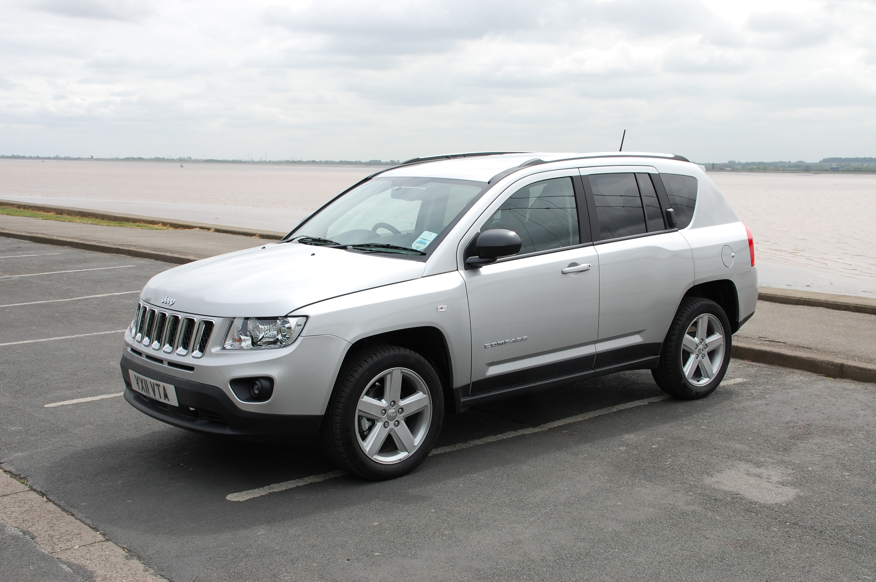 jeep compass 2 4 cvt limited 4 4 patriot 2 2 crd limited 4 4 road tests petroleum vitae. Black Bedroom Furniture Sets. Home Design Ideas