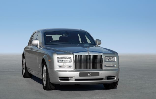 The revised LED-laden nose of the Rolls-Royce Phantom Series II saloon