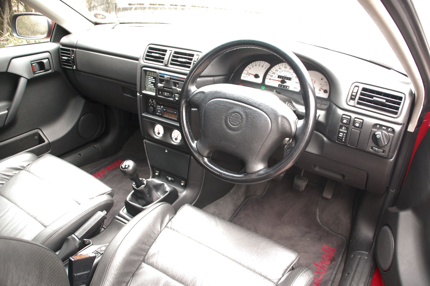 calibra-interior.jpg
