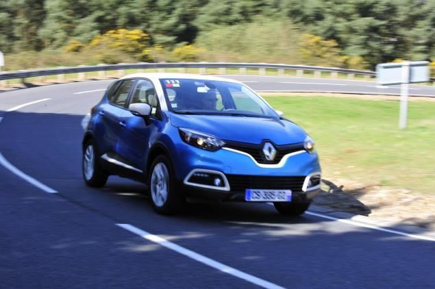 "Renault Captur - ""So, you know how I was saying I liked turquoise and ivory? Well..."""
