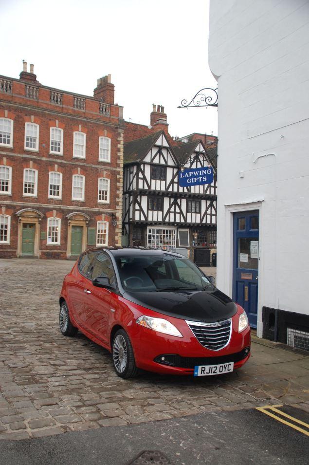 From Detroit via Italy. Sort of. Chrysler Ypsilon Black&Red