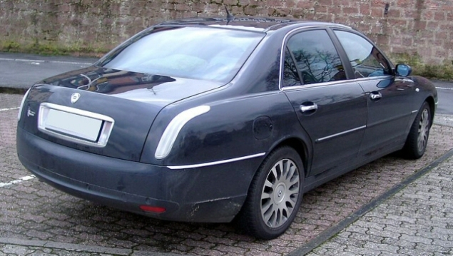 002 Article Lancia Thesis Oliver Hammond Petroleum Vitae Photo - rear