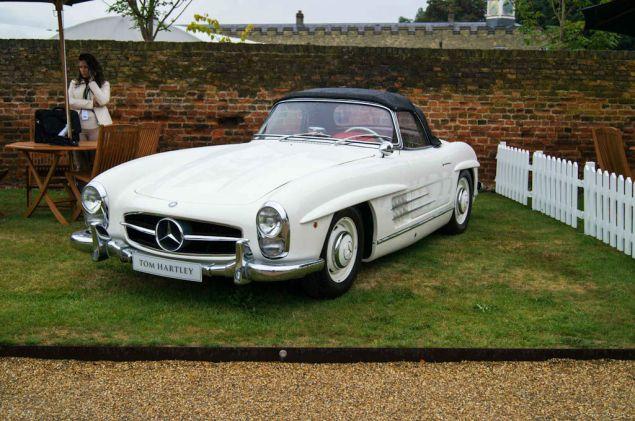 Salon Prive 2013 - White Mercedes 300SL - carwitter