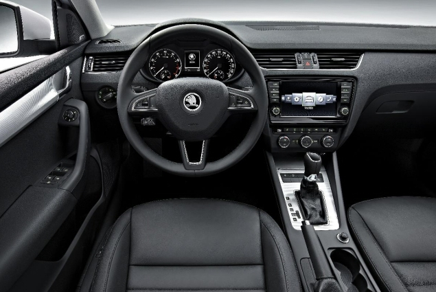 All New Skoda Octavia Kombi Estate road test review Liam Bird Keith Jones Petroleum Vitae blog writer - photo - dashboard