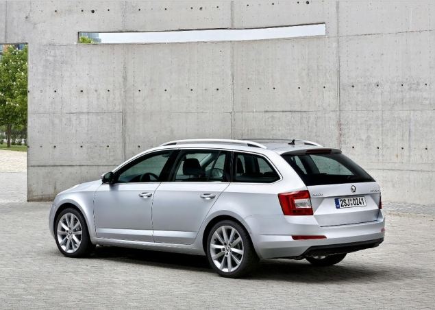 All New Skoda Octavia Kombi Estate road test review Liam Bird Keith Jones Petroleum Vitae blog writer - photo - rear 34
