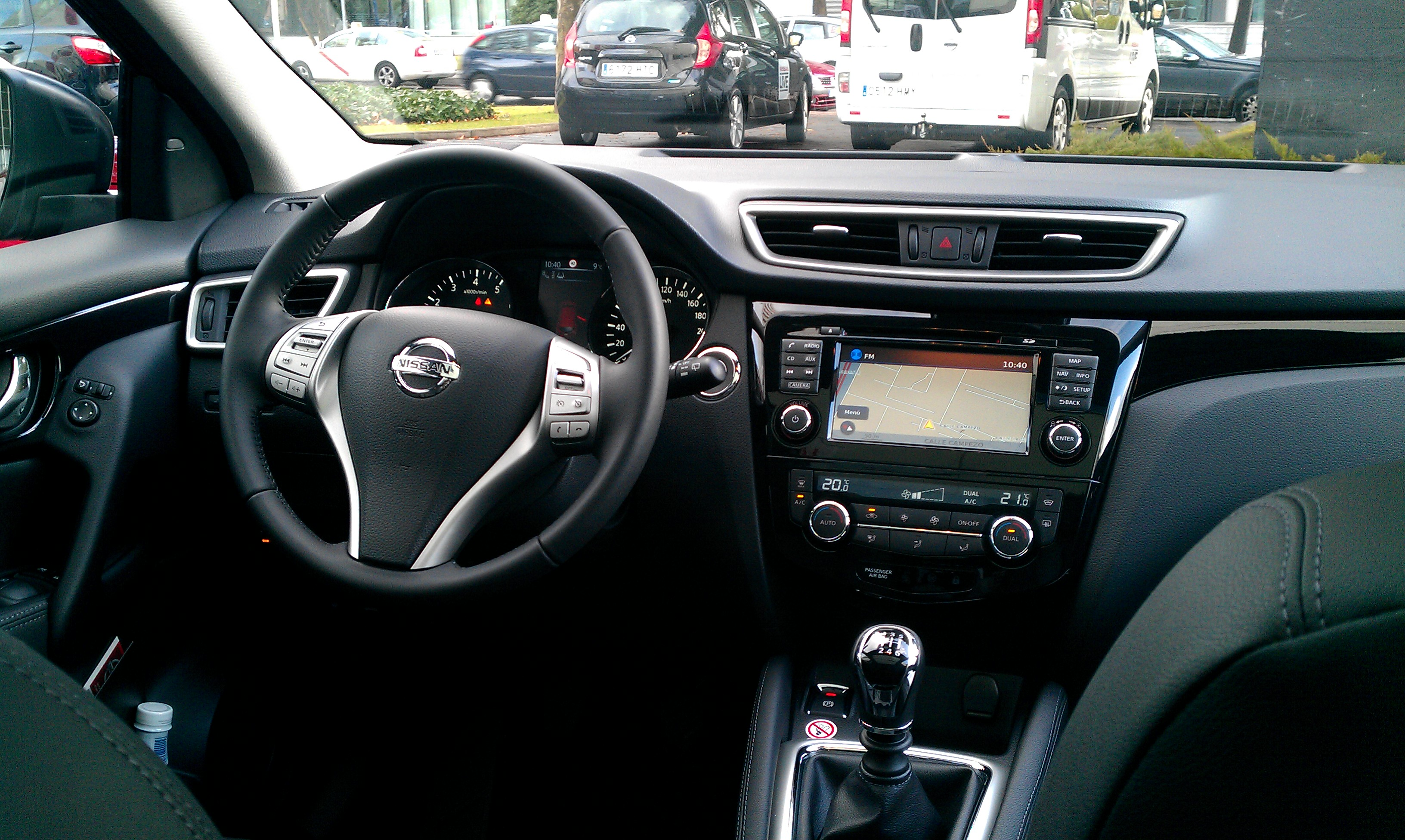 All new nissan qashqai launch our nick goes to madrid for Interior nissan qashqai