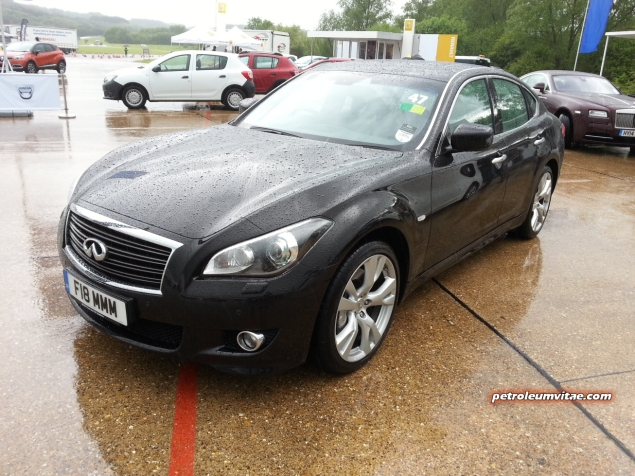 SMMT Test Day 2014 Millbrook Petroleum Vitae Keith Jones Oliver David Hammond - photo - Infiniti Q70 diesel