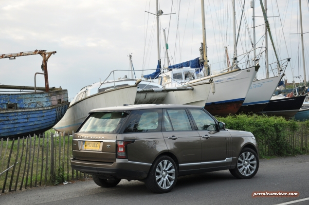 2014-05 New Range Rover SDV8 Autobiography diesel road test review photo - exterior - rear 34a
