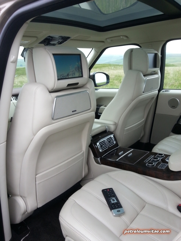 2014-05 New Range Rover SDV8 Autobiography diesel road test review photo - interior - remote