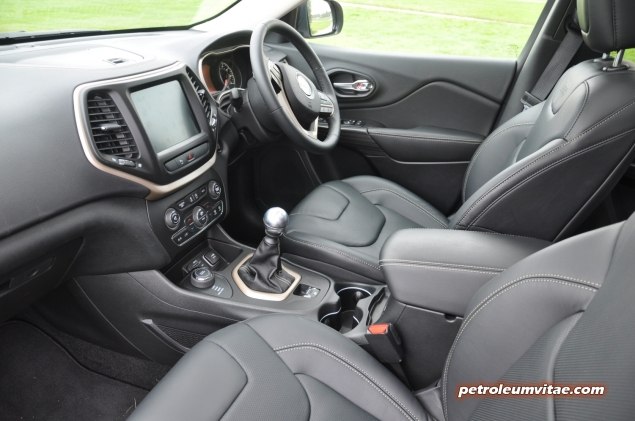 2014 SMMT North Jeep Cherokee 2 diesel 140 manual 4x4 first drive road test review Oliver Hammond Petroleum Vitae My Car Coach - photo - front cabin quality