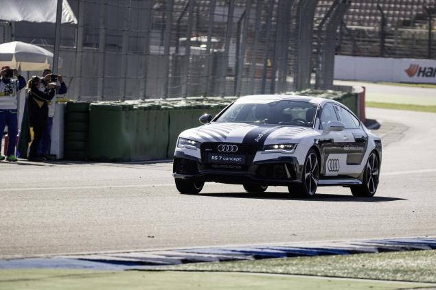 Audi motorsport piloted driving RS7 Bobby Hockenheimring October 2014 driverless robot car