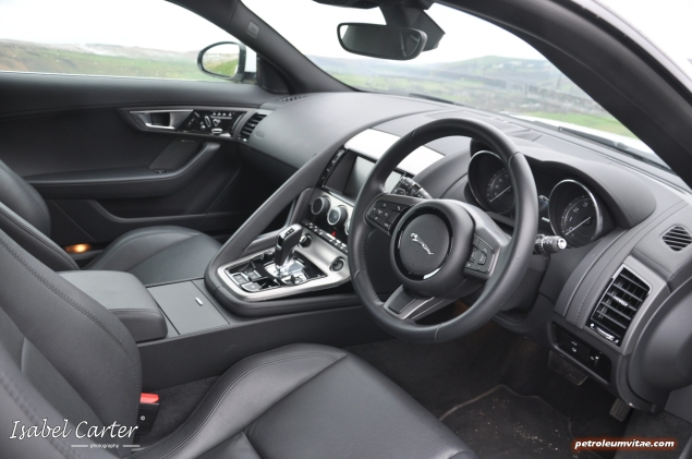 2014 3.0 litre V6 Supercharged Petrol 340PS Jaguar F-Type Coupe road test review blogger - photo - interior 1