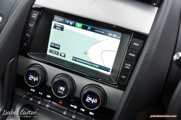 2014 3.0 litre V6 Supercharged Petrol 340PS Jaguar F-Type Coupe road test review blogger - photo - interior sat nav