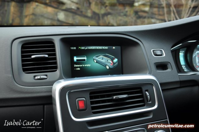 2014 Volvo V60 PHEV Plug-in Hybrid D6 AWD Geartronic R-Design Lux Nav full road test review report evaluation business private mpg sense cost price - Oliver Hammond blogger journalist writer - photo - graphics