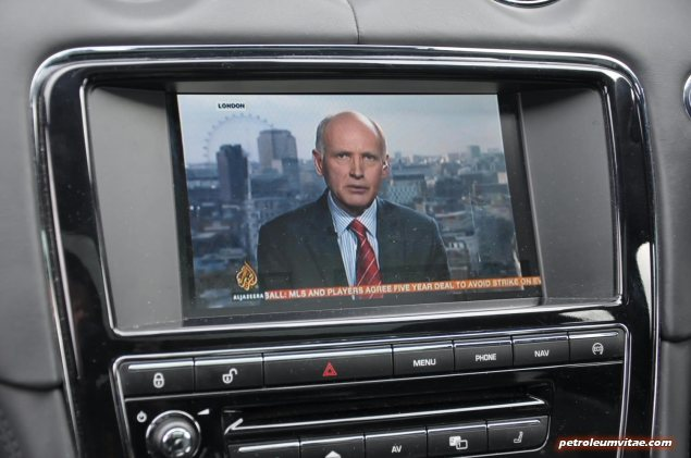 2014 2015 Jaguar XJR full road test review report blogger automotive writer freelance published motoring journalist Oliver Hammond photographer Isabel Carter - Dual View TV