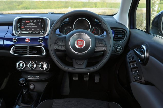 Fiat 500X UK launch first drive road test review report wallpaper photo - words by freelance motoring journalist Oliver Hammond for Petroleum Vitae blog - interior 2