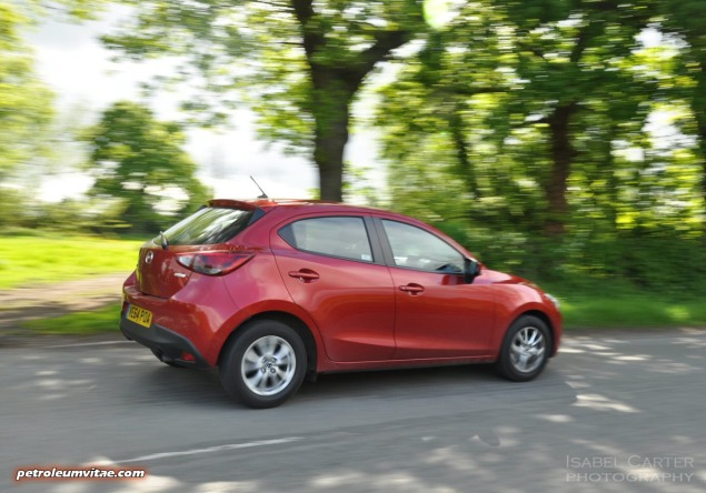 All-new 2015 Mazda2 1.5 90PS SE-L Nav full road test review evaluation report, freelance motoring blogger automotive journalist Oliver Hammond, wallpaper gallery photo - side2