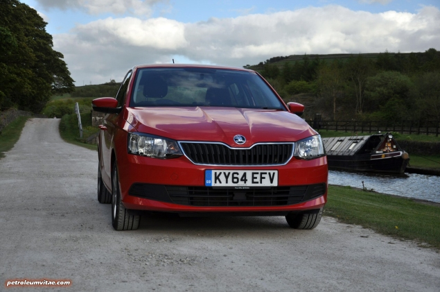 2015 new third gen Skoda Fabia hatchback 1.4 TDI SE full road test review evaluation motoring journalist Oliver Hammond - wallpaper photo - front 2