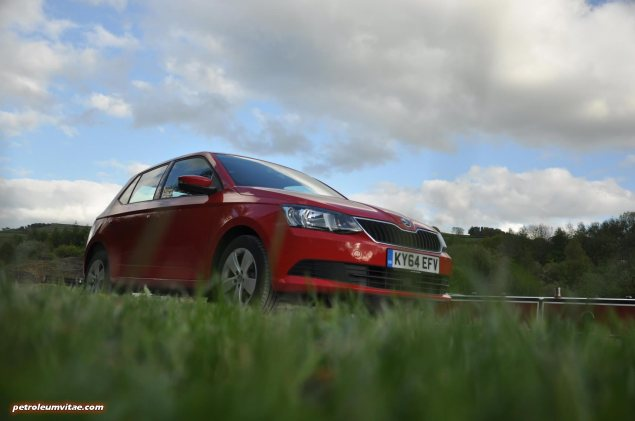 2015 new third gen Skoda Fabia hatchback 1.4 TDI SE full road test review evaluation motoring journalist Oliver Hammond - wallpaper photo - front 34e