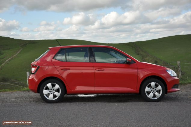 2015 new third gen Skoda Fabia hatchback 1.4 TDI SE full road test review evaluation motoring journalist Oliver Hammond - wallpaper photo - side
