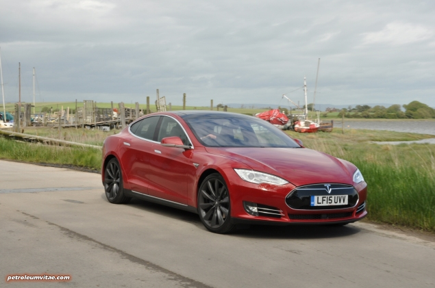 Tesla Model S 85 rear full road test review freelance journalist blogger Oliver Hammond - wallpaper image gallery - estuary front 34c