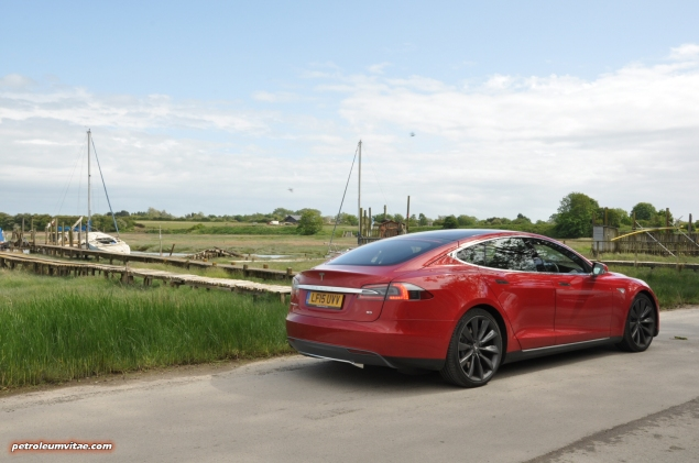 Tesla Model S 85 rear full road test review freelance journalist blogger Oliver Hammond - wallpaper image gallery - estuary rear 34a