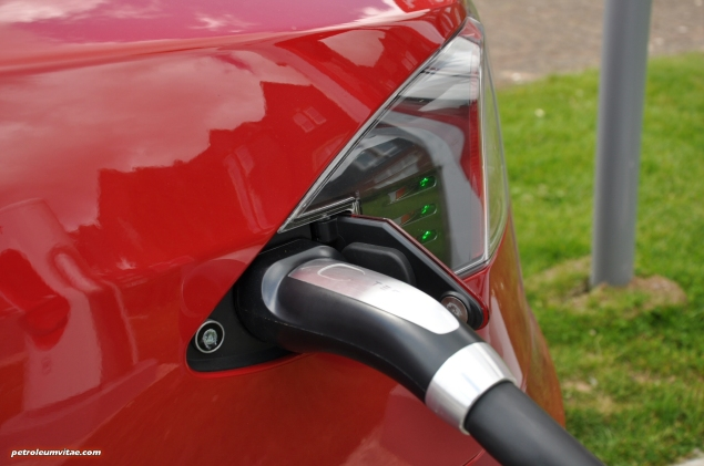Tesla Model S 85 rear full road test review freelance journalist blogger Oliver Hammond - wallpaper image gallery - supercharger cable