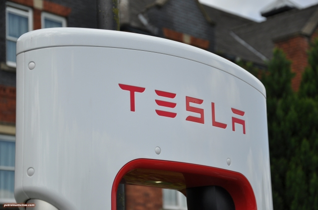 Tesla Model S 85 rear full road test review freelance journalist blogger Oliver Hammond - wallpaper image gallery - supercharger terminal