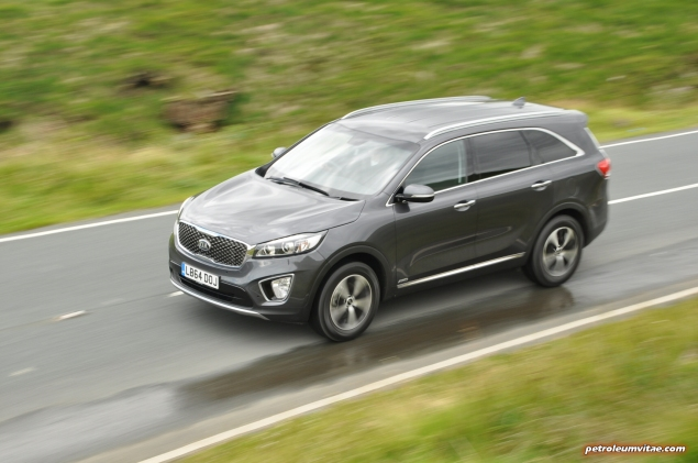 2015 new Kia Sorento KX-2 road test review, Oliver Hammond, motoring journalist blogger - price, engine, gearbox, size - wallpaper image, driving