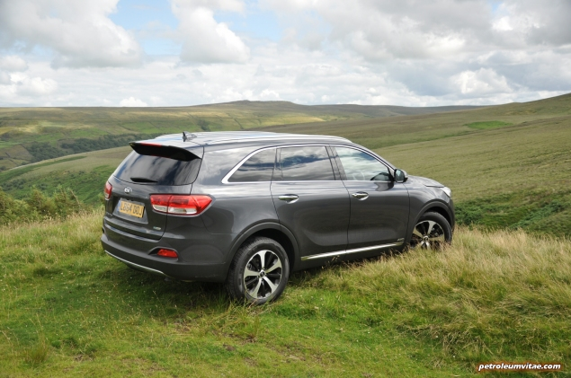 2015 new Kia Sorento KX-2 road test review, Oliver Hammond, motoring journalist blogger - price, engine, gearbox, size - wallpaper image, static1