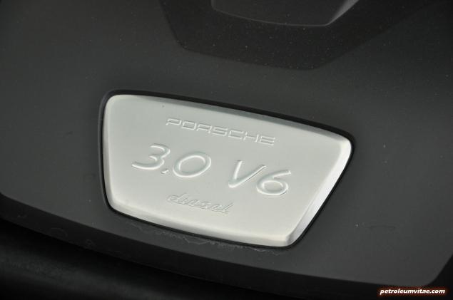 2015 Porsche Panamera Diesel road test review comparison journalist blogger Oliver Hammond magazine - wallpaper photo - engine badge