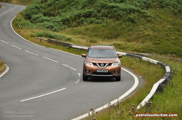 2015 Nissan X-Trail Tekna dCi 130 2WD diesel manual road test review comparison wallpaper photo 2