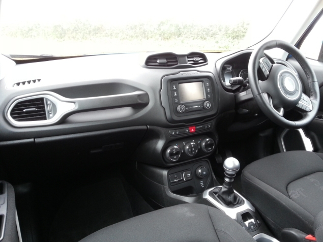 Jeep Renegade first drive review, SMMT North 2015 - photo 3
