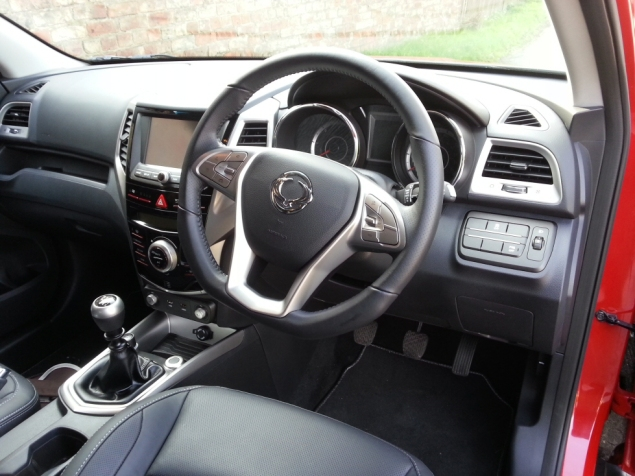 SsangYong Tivoli diesel manual ELX first drive review, SMMT North 2015 - photo 1