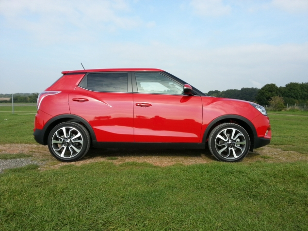 SsangYong Tivoli diesel manual ELX first drive review, SMMT North 2015 - photo 3