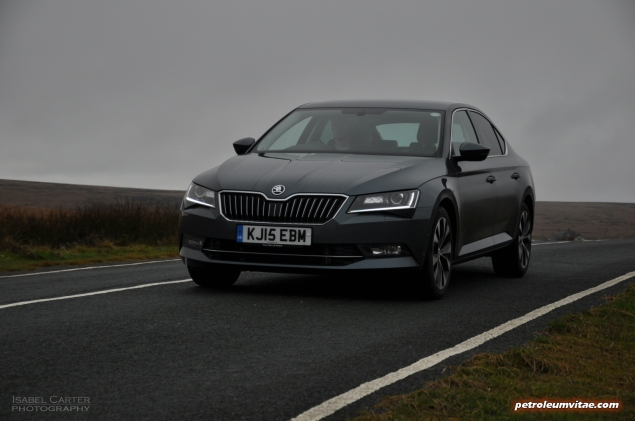 New 2015 Skoda Superb 2.0 SE L Executive hatchback road test review, Oliver Hammond - exterior photo