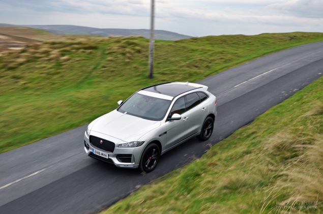 Jaguar F-Pace 2.0d R-Sport AWD road test review photo wallpaper - front 34j