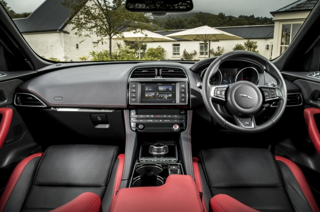 Jaguar F-Pace 2.0d R-Sport AWD road test review photo wallpaper - interior dashboard
