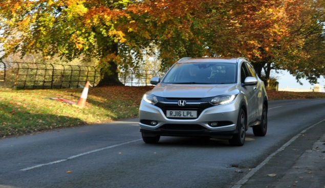 Road test review of new 2016 Honda HR-V 1.6 i-DTEC EX manual - front1