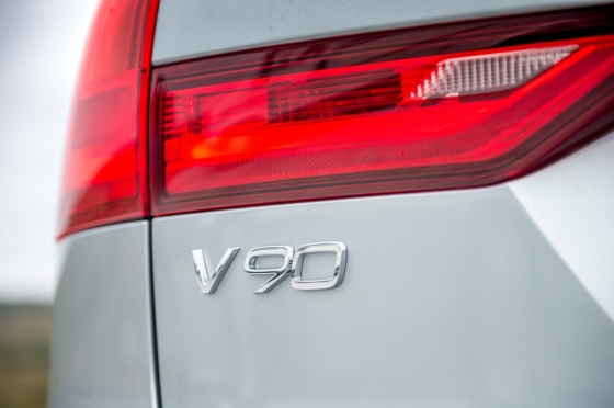 Oliver Hammond road test review Volvo V90 D4 Inscription blogger copywriter Cheshire Crewe Petroleum Vitae wallpaper badge