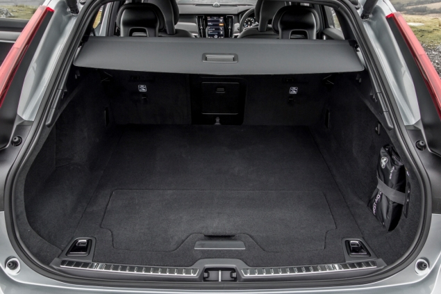 Oliver Hammond road test review Volvo V90 D4 Inscription blogger copywriter Cheshire Crewe Petroleum Vitae wallpaper boot space
