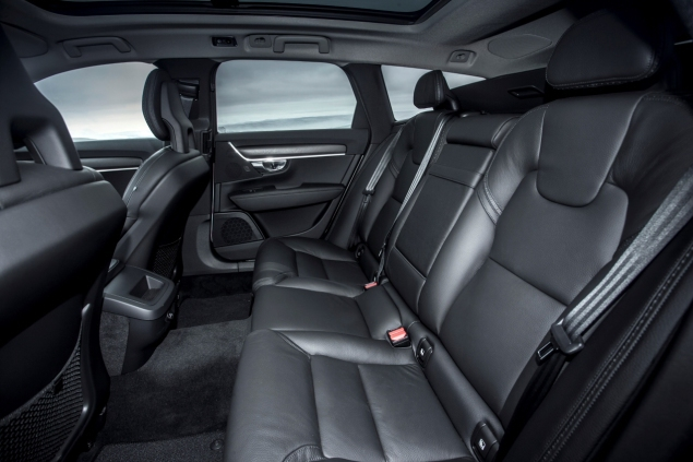 Oliver Hammond road test review Volvo V90 D4 Inscription blogger copywriter Cheshire Crewe Petroleum Vitae wallpaper rear seats