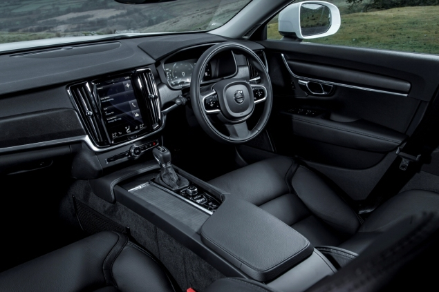Oliver Hammond road test review Volvo V90 D4 Inscription blogger copywriter Cheshire Crewe Petroleum Vitae wallpaper touchscreen interior
