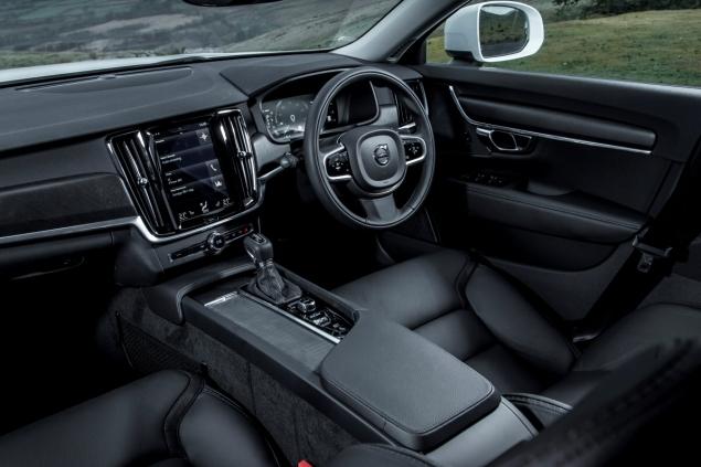 Oliver Hammond road test review Volvo V90 D4 Inscription blogger copywriter Cheshire Crewe Petroleum Vitae wallpaper touchscreen interior
