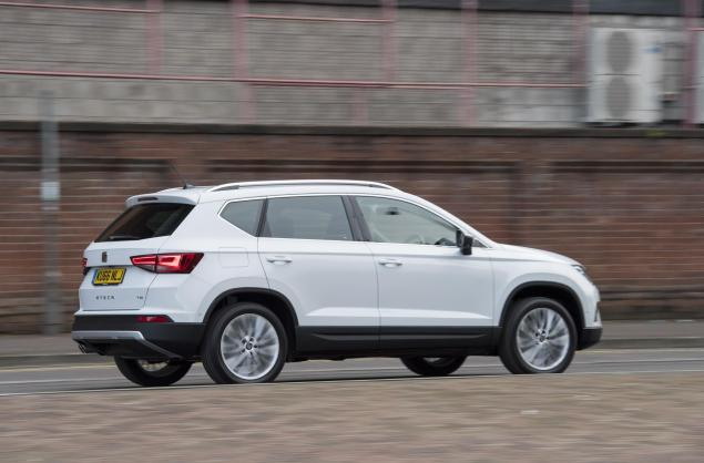 SEAT Ateca XCELLENCE 1.4 EcoTSI 150 PS 7-speed DSG-auto road test review leasing side