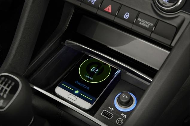 Skoda Kodiaq 4x4 7-seat SUV road test review UK - wireless charging tech