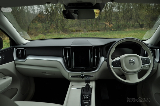 Oliver Hammond motoring blogger car reviews Petroleum Vitae blog - new Volvo XC60 D4 Momentum Pro - dashboard Drive Mode Select