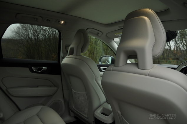 Oliver Hammond motoring blogger car reviews Petroleum Vitae blog - new Volvo XC60 D4 Momentum Pro - interior Amber leather