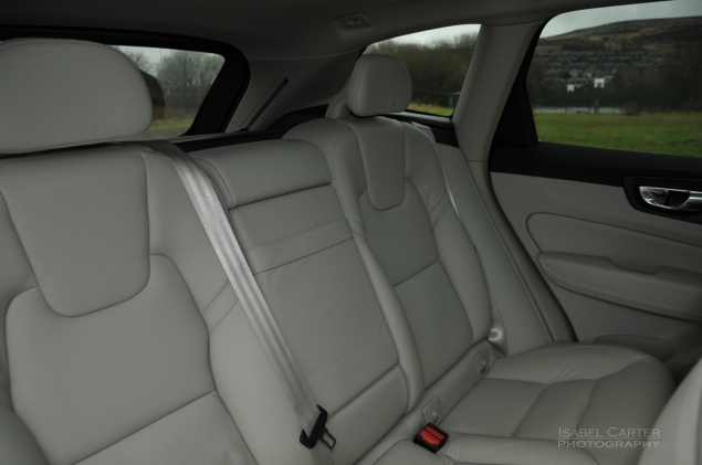 Oliver Hammond motoring blogger car reviews Petroleum Vitae blog - new Volvo XC60 D4 Momentum Pro - rear seats legroom
