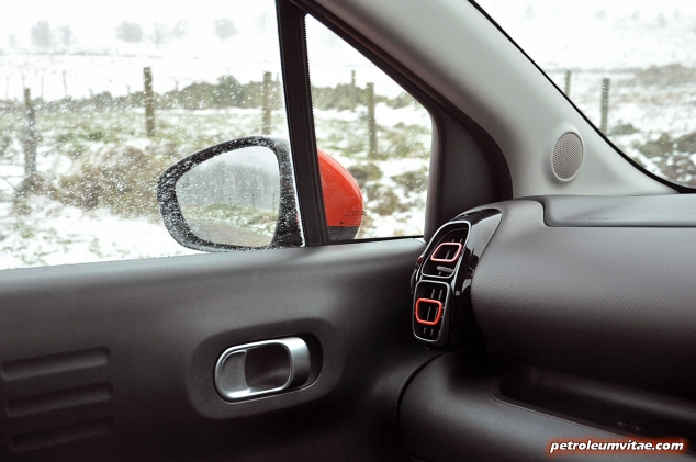 Interior detail dashboard - Citroen C3 Aircross compact small SUV crossover road test review 1.2 petrol Flair Oliver Hammond blogger writer journalist Petroleum Vitae